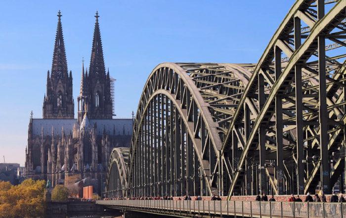Hohenzollernbrücke-der Kölner Dom